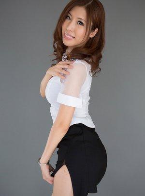 Asian MILF Ass Porn